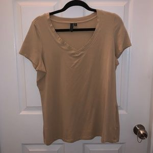 PLUS SIZE | Simple V-Neck Tee